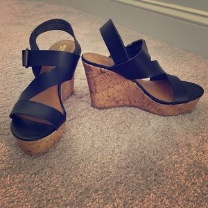 Missimo target black cross strap wedges 8.5